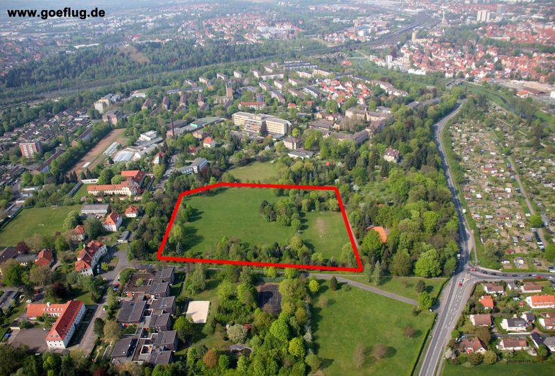 Park des ehemaligen LKH Gttingen, Bauplatz Neubau Hochsicherheitstrakt fr Maregelvollzug, Landschaftszerstrung