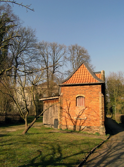 Asklepios Fachklinikum Göttingen, Backsteingebäude im Park